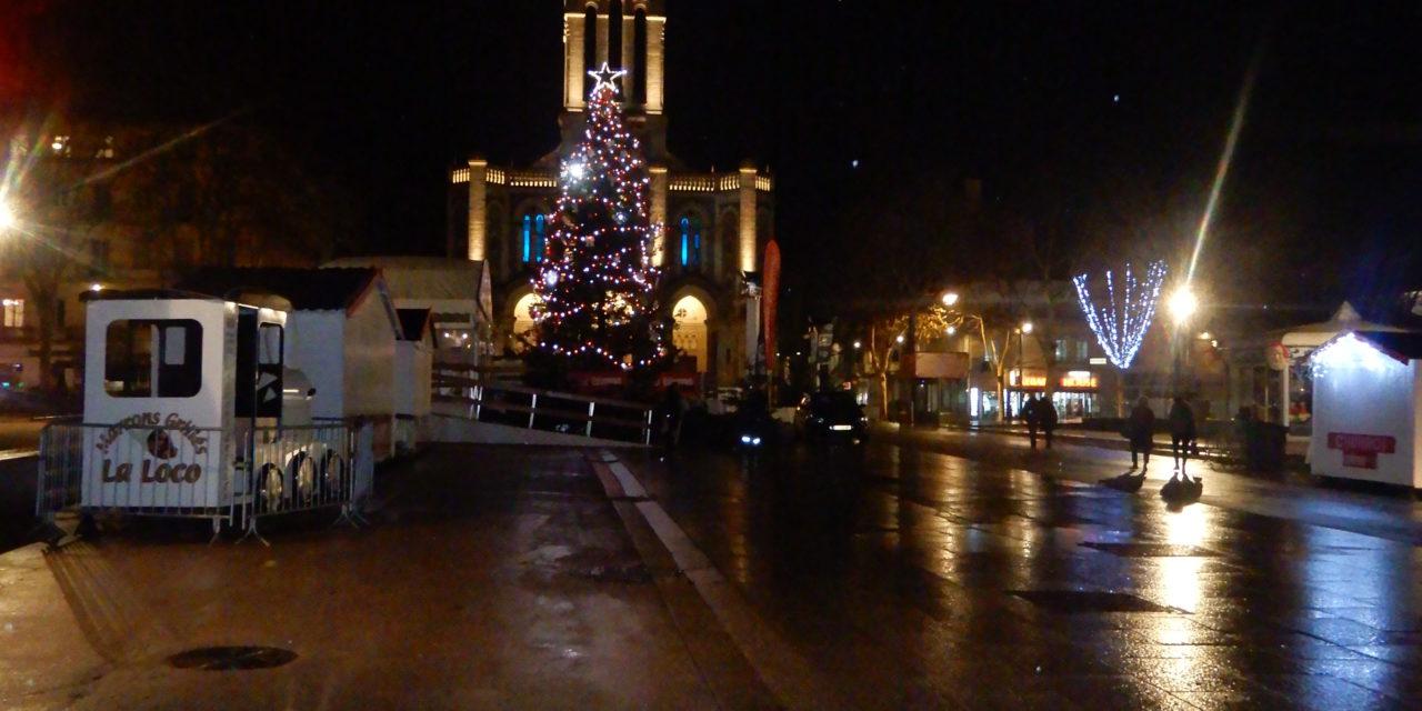 Des CRS gazent des enfants au marché de Noël de Saint-Etienne!