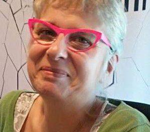 Lunettes roses et gilet jaune ! hommage à Mireille Rogers !